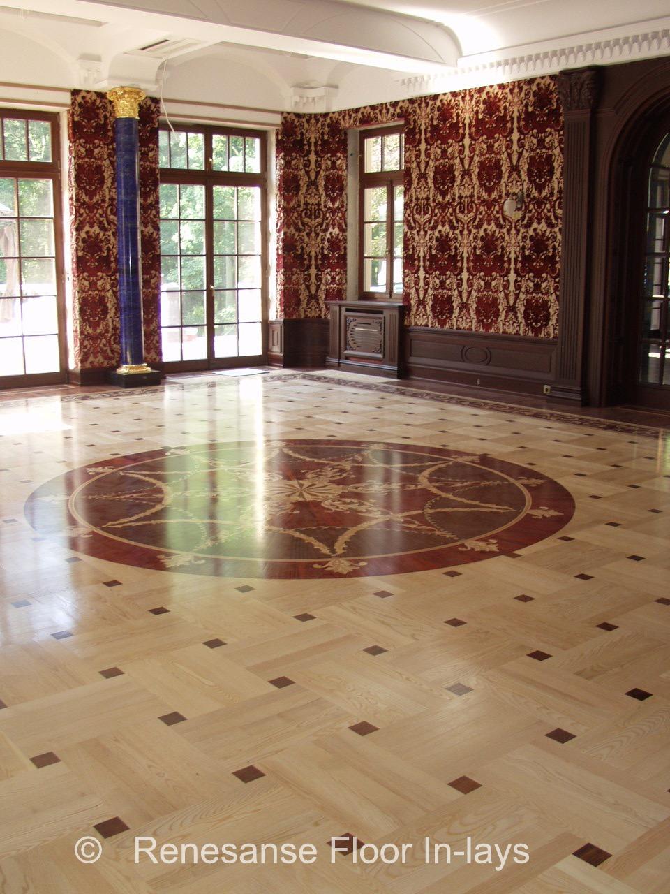 parkiet taflowy z rozetą i bordiurą podłogi do salonu www.intarsjepodlogowe.pl